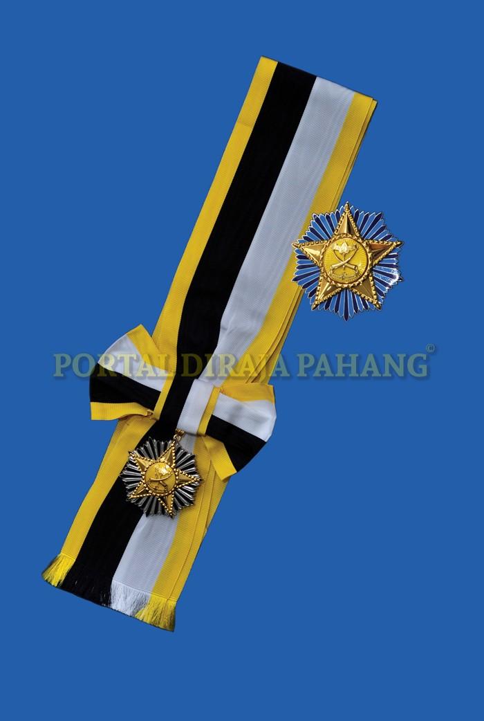 52b74be322b999 Darjah Kebesaran Peringkat Kedua yang membawa gelaran Dato  adalah  dicadangkan bagi kurniaan terutamanya kepada mereka yang telah memberikan  perkhidmatan ...