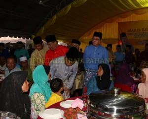 KELUARGA DIRAJA IFTAR BERSAMA RAKYAT WALAUPUN JAUH PERJALANAN (15)