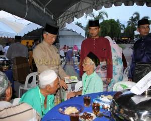 MASJID PERLU PROAKTIF JANA PROGRAM MEMBANTU FAKIR DAN MISKIN – TENGKU MAHKOTA PAHANG (17)