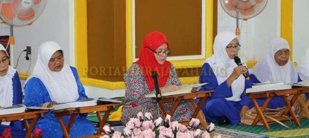 TENGKU PUAN PAHANG BERTADARUS DAN KHATAM AL-QURAN BERSAMA RAKYAT (1)