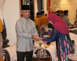 Zakat Perniagaan diterima Tengku Mahkota Pahang (12)