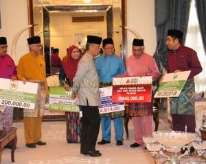 Zakat Perniagaan diterima Tengku Mahkota Pahang (2)