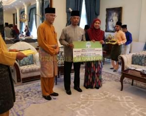 Zakat Perniagaan diterima Tengku Mahkota Pahang (5)