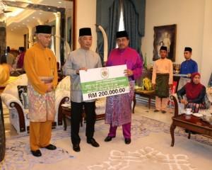 Zakat Perniagaan diterima Tengku Mahkota Pahang (6)