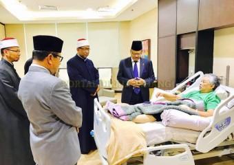 Perdana Menteri  Ziarah Pemangku Raja Pahang di Hospital (12)