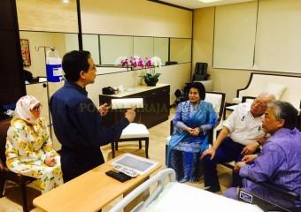 Perdana Menteri  Ziarah Pemangku Raja Pahang di Hospital (2)