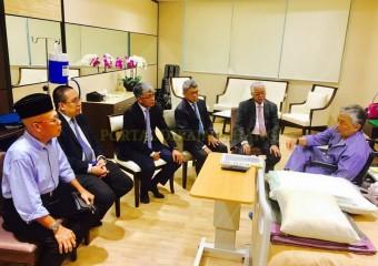 Perdana Menteri  Ziarah Pemangku Raja Pahang di Hospital (9)