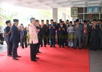 ROMBONGAN KDYMM PEMANGKU RAJA PAHANG SELAMAT MENDARAT DI TANAH RATA (7)