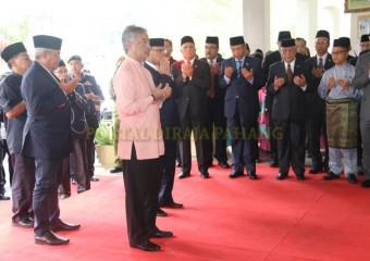 ROMBONGAN KDYMM PEMANGKU RAJA PAHANG SELAMAT MENDARAT DI TANAH RATA (8)