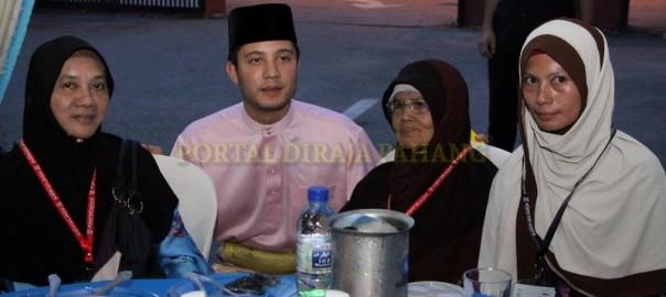 YAM Tengku Arif Temenggong Sumbang Bantuan Hari Raya (13)