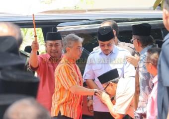 KDYMM Pemangku Raja Pahang Melawat Mangsa Ribut (1)