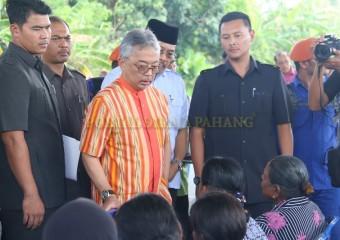 KDYMM Pemangku Raja Pahang Melawat Mangsa Ribut (5)