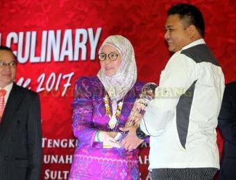 Tunku Azizah Saran Chef Bantu Masak di Pusat Pemindahan Banjir (4)