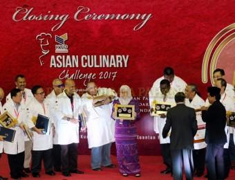 Tunku Azizah Saran Chef Bantu Masak di Pusat Pemindahan Banjir (5)
