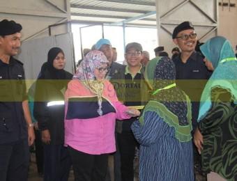 Mangsa Banjir Gembira Dikunjungi Pemangju Raja dan Tengku Puan Pahang (10)