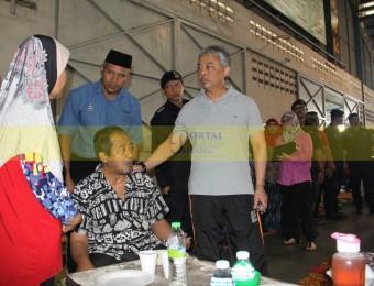 Mangsa Banjir Gembira Dikunjungi Pemangju Raja dan Tengku Puan Pahang (11)