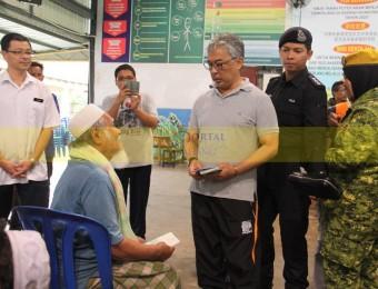 Mangsa Banjir Gembira Dikunjungi Pemangju Raja dan Tengku Puan Pahang (12)