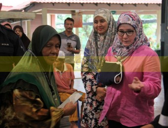 Mangsa Banjir Gembira Dikunjungi Pemangju Raja dan Tengku Puan Pahang (14)