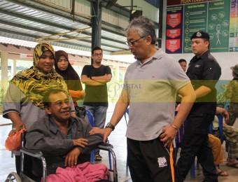 Mangsa Banjir Gembira Dikunjungi Pemangju Raja dan Tengku Puan Pahang (16)
