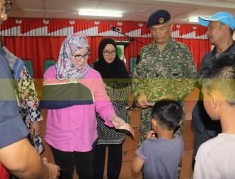 Mangsa Banjir Gembira Dikunjungi Pemangju Raja dan Tengku Puan Pahang (19)