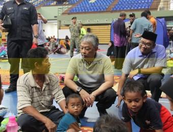 Mangsa Banjir Gembira Dikunjungi Pemangju Raja dan Tengku Puan Pahang (5)