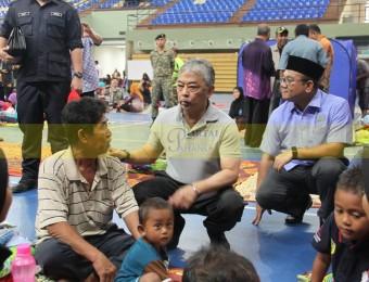 Mangsa Banjir Gembira Dikunjungi Pemangju Raja dan Tengku Puan Pahang (6)