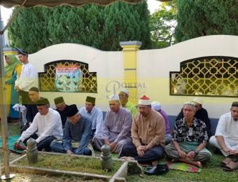 Pemangku Raja Pahang Ziarah Pengebumian Orang Besar Berlapan (10)