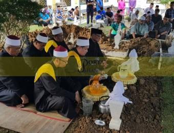Pemangku Raja Pahang Ziarah Pengebumian Orang Besar Berlapan (13)