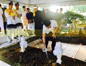 Pemangku Raja Pahang Ziarah Pengebumian Orang Besar Berlapan (16)