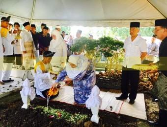 Pemangku Raja Pahang Ziarah Pengebumian Orang Besar Berlapan (17)