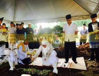 Pemangku Raja Pahang Ziarah Pengebumian Orang Besar Berlapan (18)