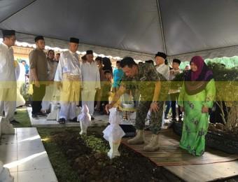 Pemangku Raja Pahang Ziarah Pengebumian Orang Besar Berlapan (19)