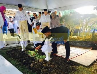 Pemangku Raja Pahang Ziarah Pengebumian Orang Besar Berlapan (20)