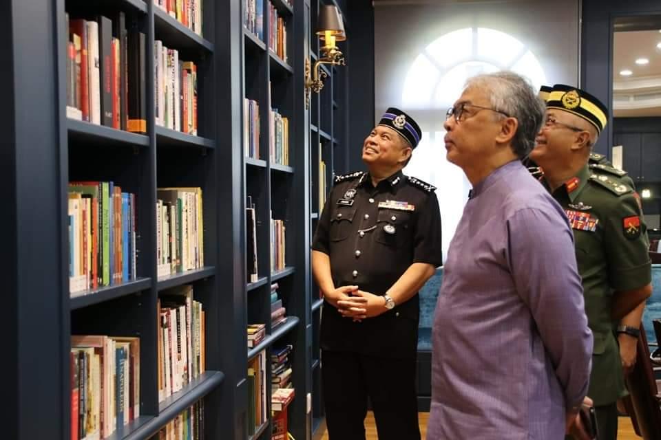 Ketua Polis Pahang Yang Baharu Menghadap Pemangku Raja (7)