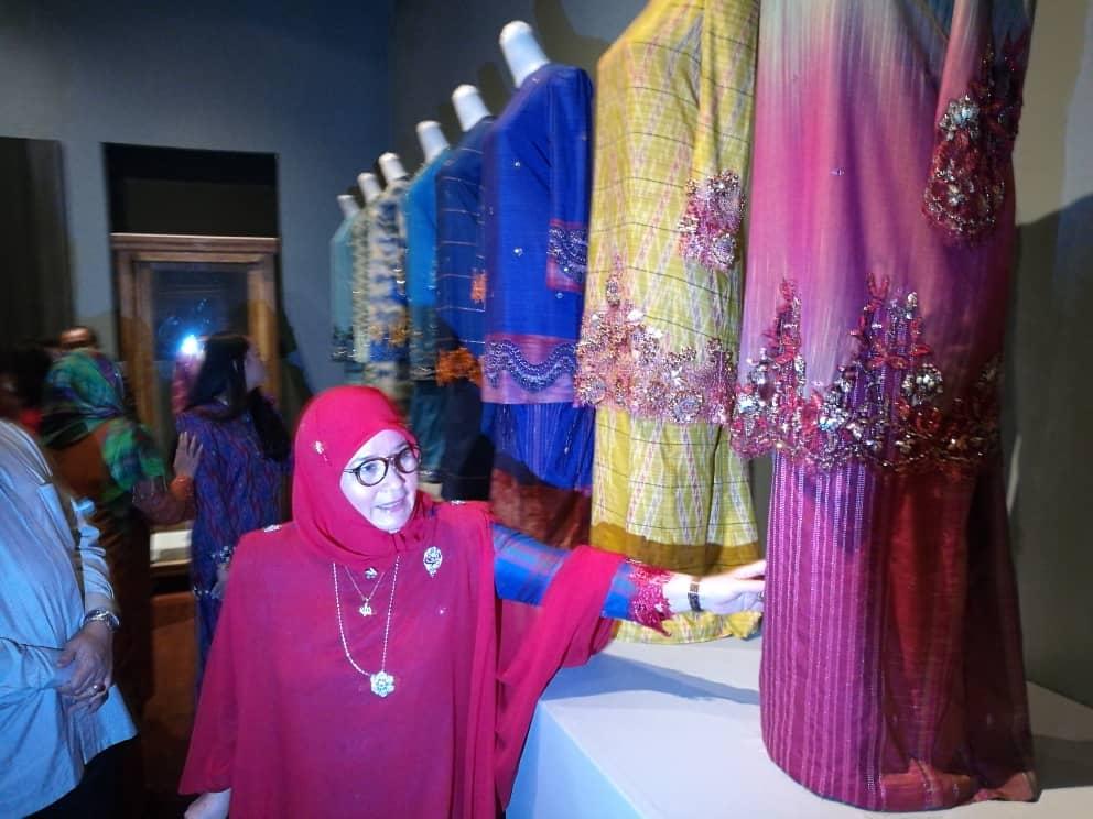 Pemeran Tradisi Berfesyen Tenun Diraja Pahang (3)