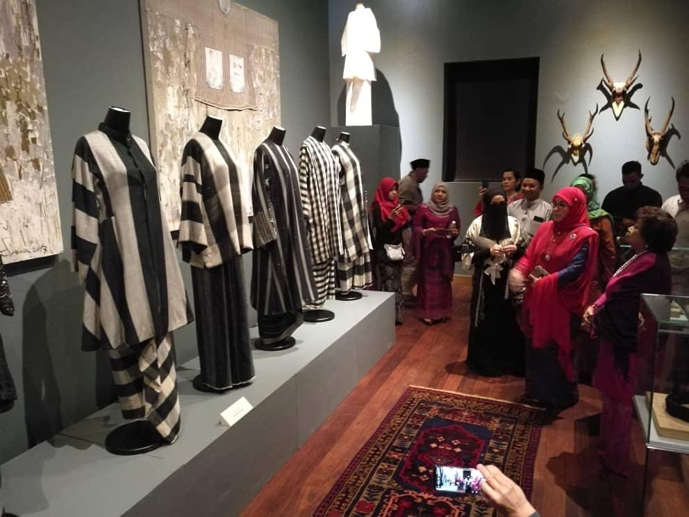 Pemeran Tradisi Berfesyen Tenun Diraja Pahang (4)