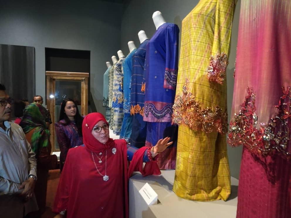 Pemeran Tradisi Berfesyen Tenun Diraja Pahang (5)