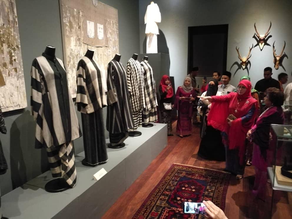 Pemeran Tradisi Berfesyen Tenun Diraja Pahang (6)