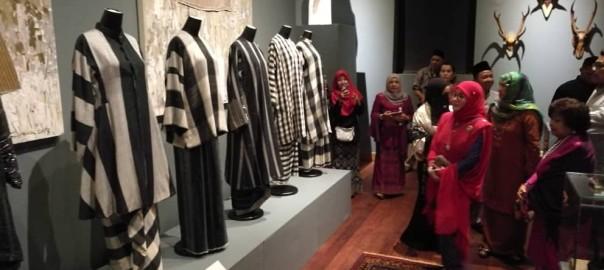 Pemeran Tradisi Berfesyen Tenun Diraja Pahang (8)
