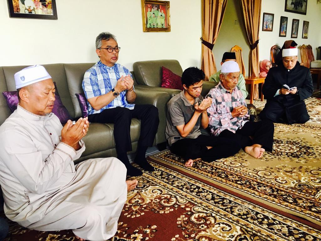 AL-SULTAN ABDULLAH ZIARAH KELUARGA PELAJAR MATI LEMAS (10)