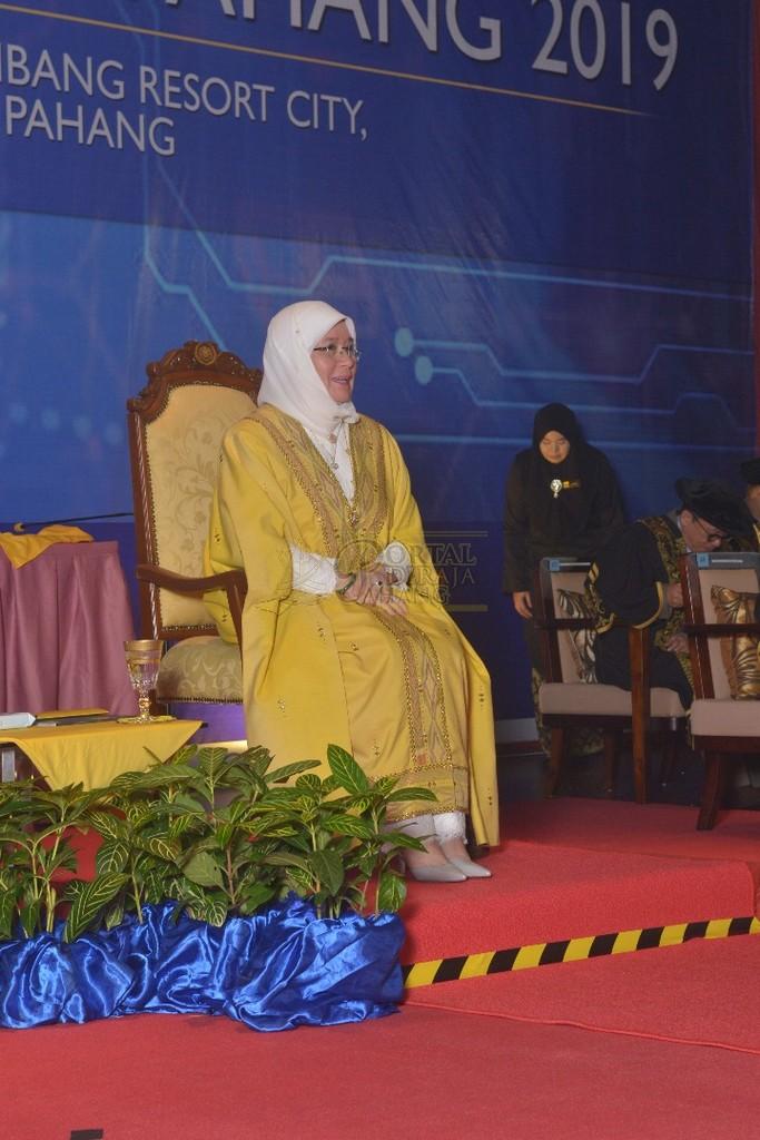 11Raja Permaisuri Agong Dimasyhurkan Canselor UCYP Pertama