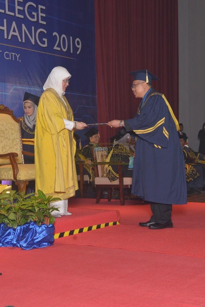 16Raja Permaisuri Agong Dimasyhurkan Canselor UCYP Pertama