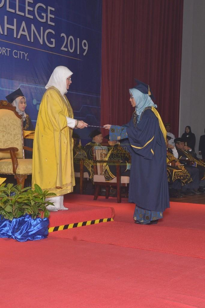 17Raja Permaisuri Agong Dimasyhurkan Canselor UCYP Pertama