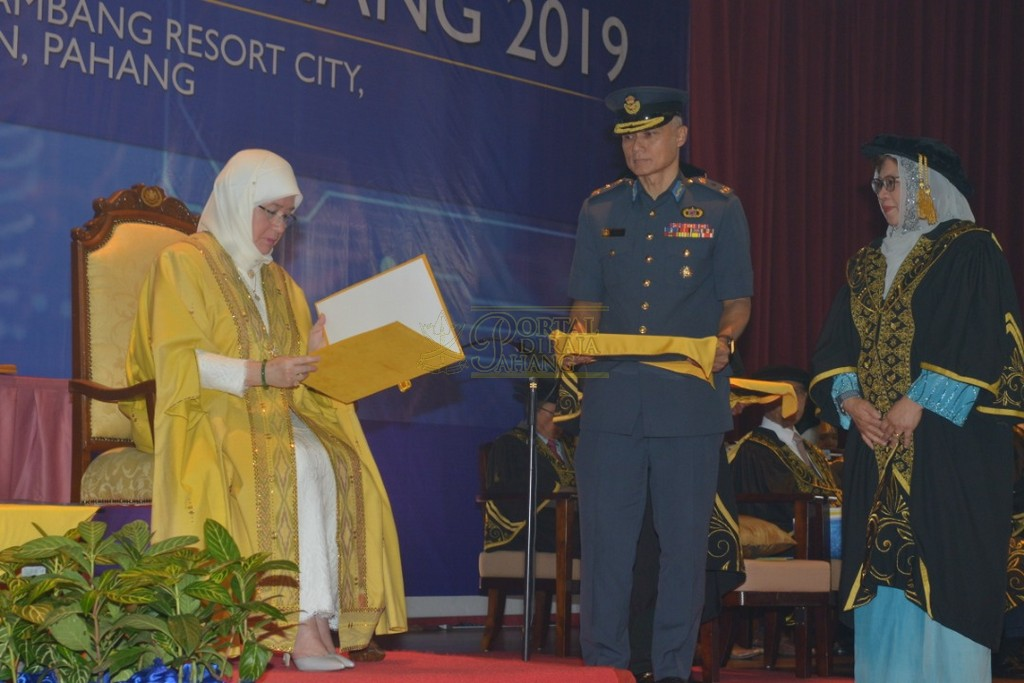 18Raja Permaisuri Agong Dimasyhurkan Canselor UCYP Pertama