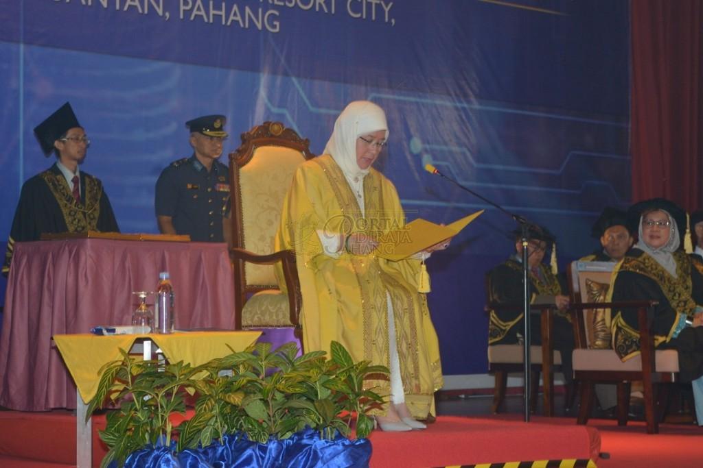 19Raja Permaisuri Agong Dimasyhurkan Canselor UCYP Pertama