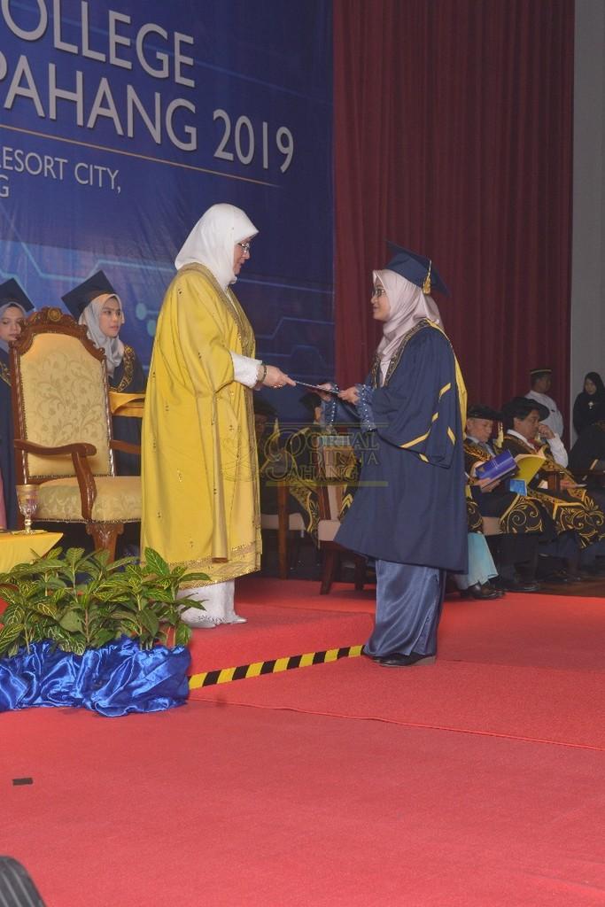 21Raja Permaisuri Agong Dimasyhurkan Canselor UCYP Pertama