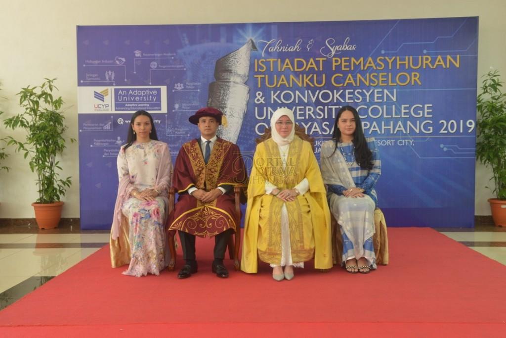 23Raja Permaisuri Agong Dimasyhurkan Canselor UCYP Pertama