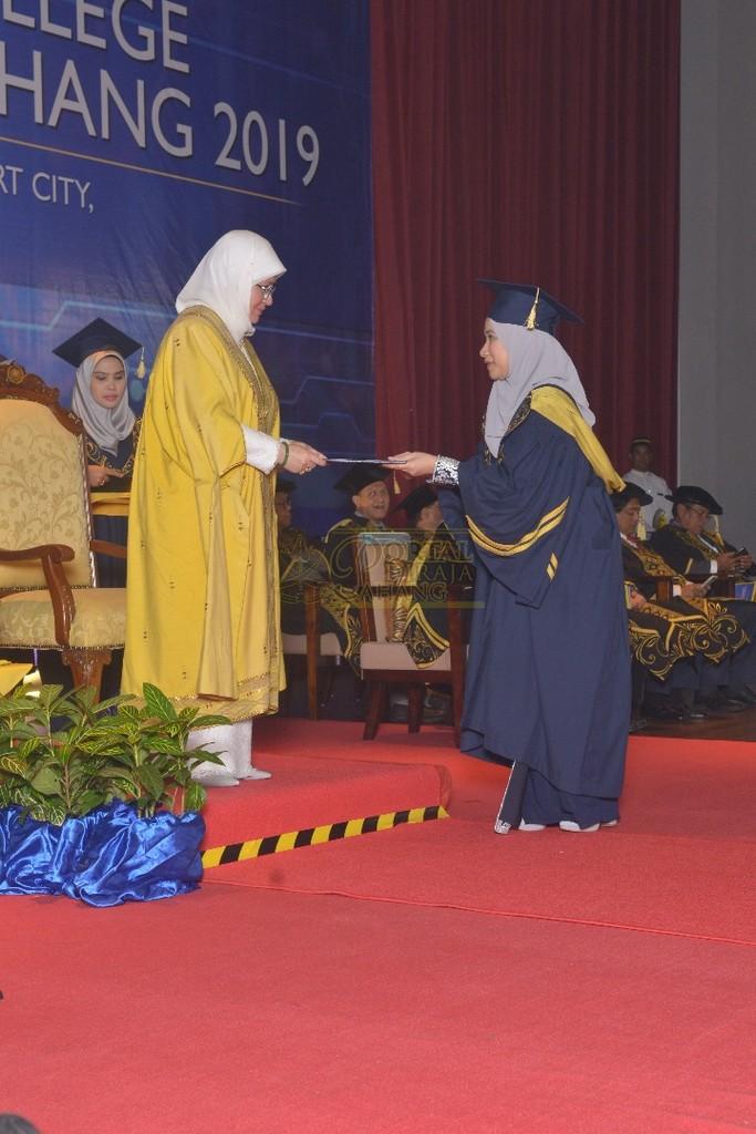 24Raja Permaisuri Agong Dimasyhurkan Canselor UCYP Pertama