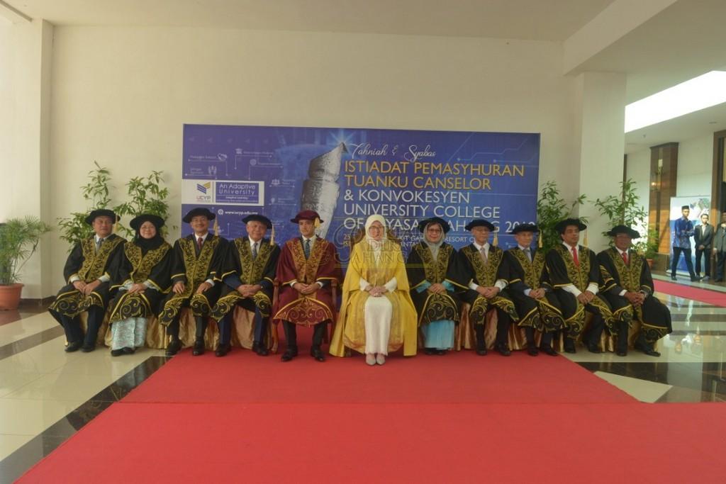 26Raja Permaisuri Agong Dimasyhurkan Canselor UCYP Pertama