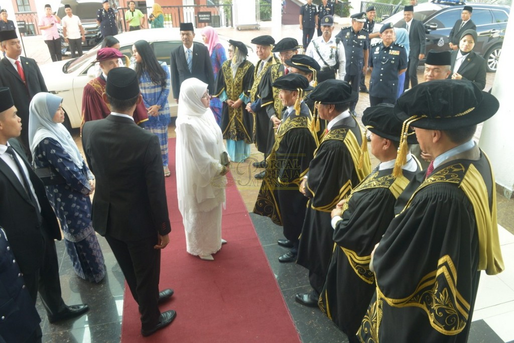 2Raja Permaisuri Agong Dimasyhurkan Canselor UCYP Pertama